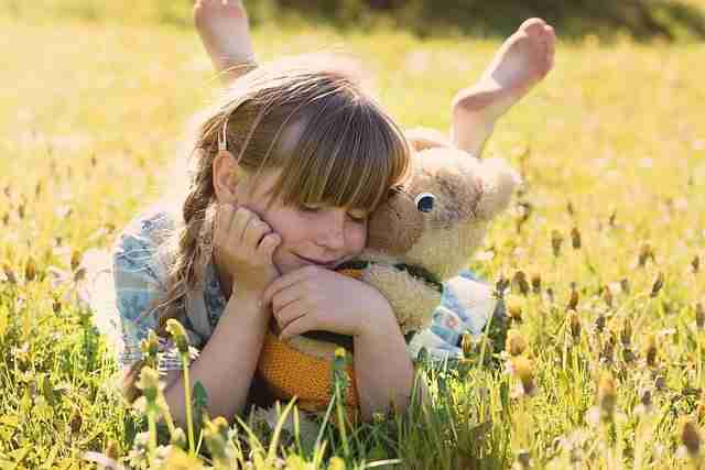 A BEAUTIFUL YOUNG GIRL PALYING WITH TOY