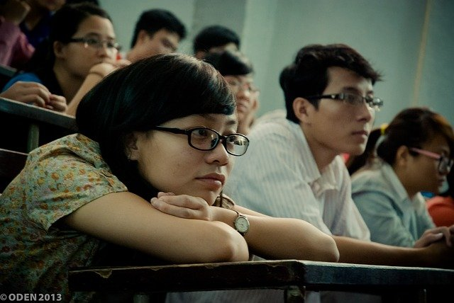 A girl sitting on the bench in classroom